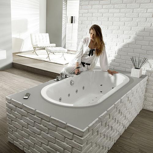oval bathtub / acrylic / by Philippe Starck