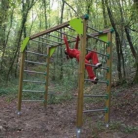 fitness trail ladder / wood / horizontal / metal