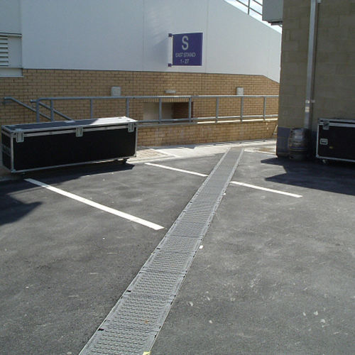 public space drainage channel / fiber-reinforced concrete / with grating / safety