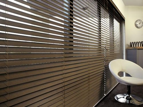Venetian blinds / wooden