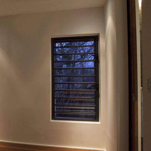 louvre window / aluminum / security