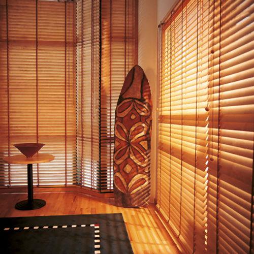 Venetian blinds / wooden