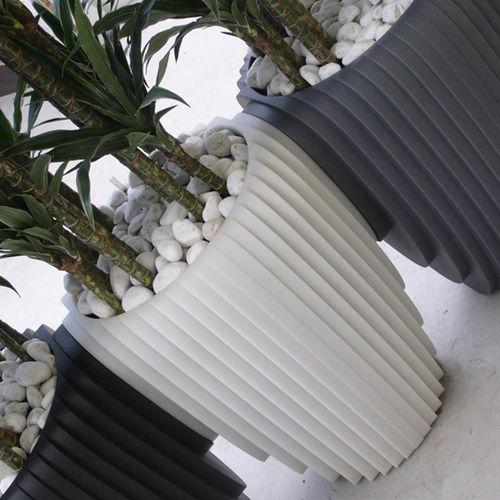 Plastic garden pot SLICED VASE by Frederik Van Heereveld Feek