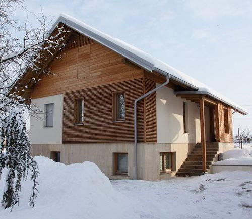 prefab house / contemporary / larch / energy-efficient