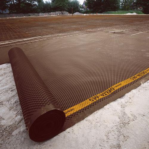 studded drainage membrane / high-density polyethylene (HDPE) / protection / horizontal drainage