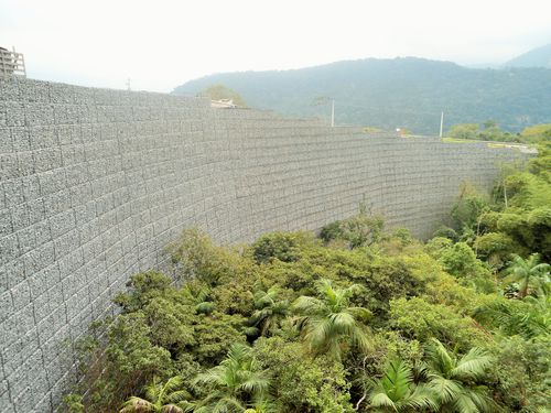 stone retaining wall - Maccaferri