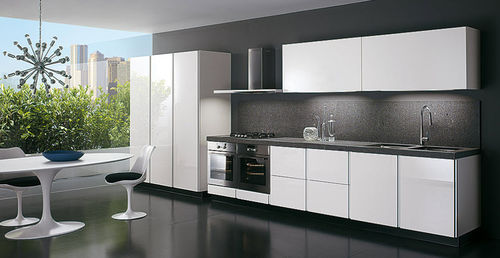 contemporary kitchen / lacquered wood / high-gloss / handleless