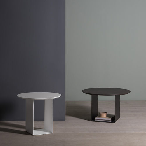 Contemporary coffee table / oak / lacquered MDF / lacquered metal REFLEX by Discoh KENDO MOBILIARIO