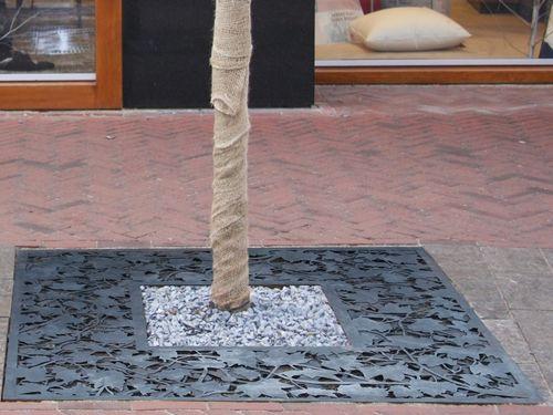 COR-TEN® steel tree grate / square