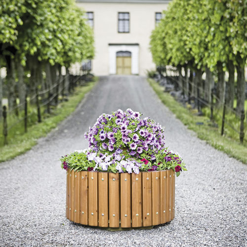 wooden planter / round / traditional / for public spaces