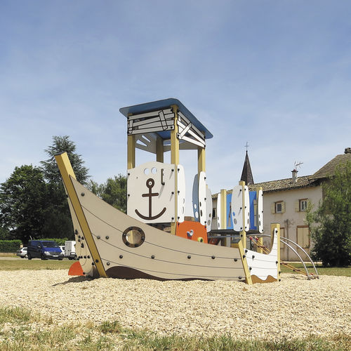 public entity play structure / wooden / stainless steel