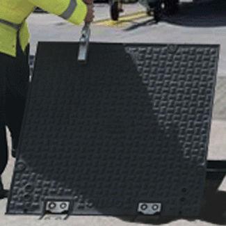 cast iron manhole cover / square
