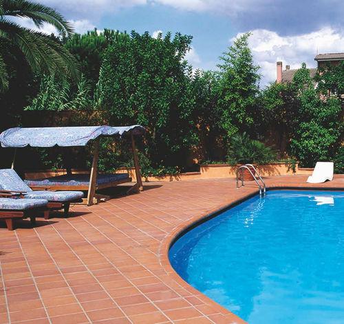 outdoor tile / poolside / floor / terracotta