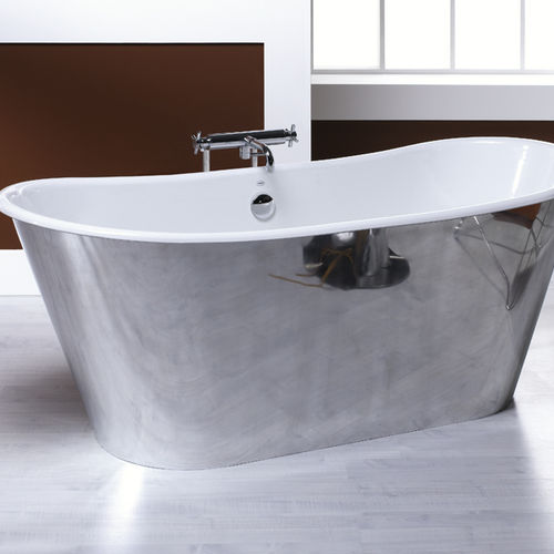 free-standing bathtub / oval / cast iron