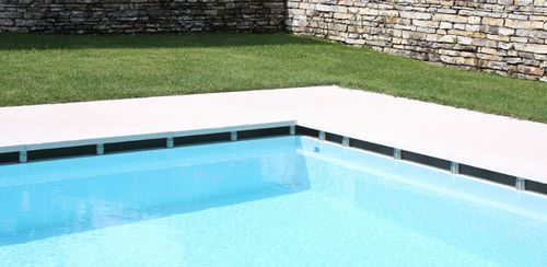 Poolside tile / floor / natural stone / striped lapitec
