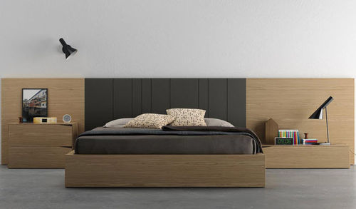 Double bed / contemporary / wooden / lacquered wood D5  VIVE - MUEBLES VERGE S.L.