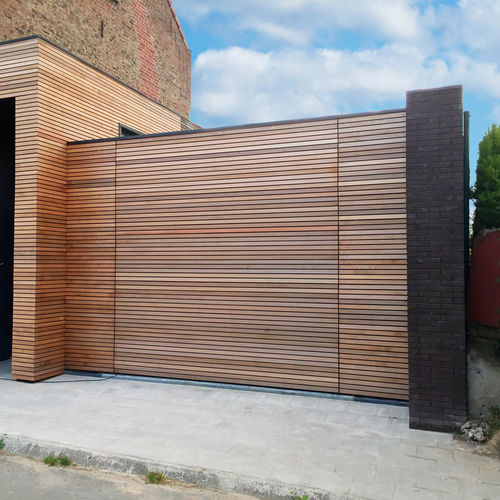 sectional garage door / wooden / automatic