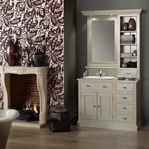 traditional bathroom / wooden