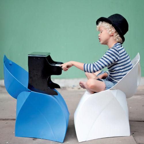 contemporary chair / folding / child's / polypropylene