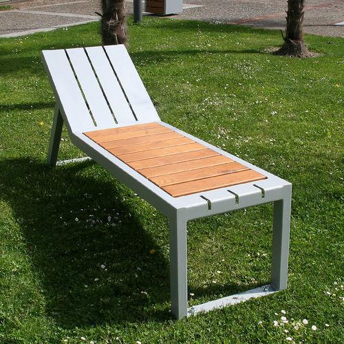 contemporary sun lounger / oak / steel / for public spaces