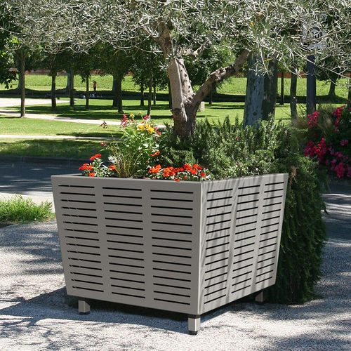 Steel planter / square / contemporary / for public areas AZIMUT ACCENTURBA
