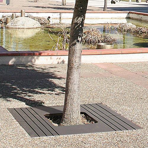 Steel tree grate / square ZOOM ACCENTURBA