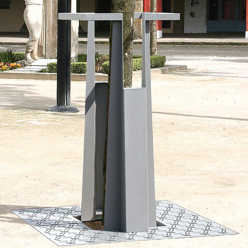Steel tree guard GIRO by Agence PBO Design ACCENTURBA