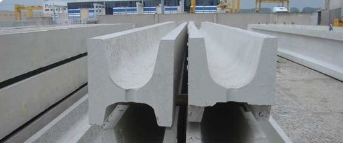 roof drainage channel / concrete / with central slot / rainwater