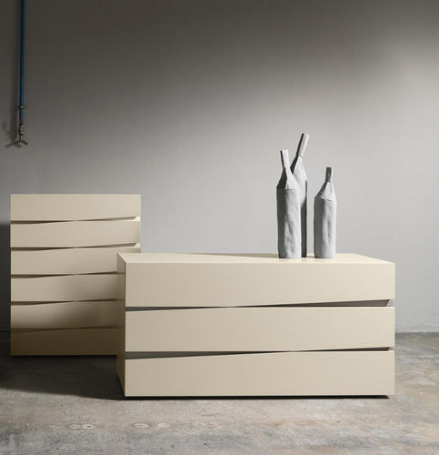 contemporary chest of drawers / lacquered wood / oak / beige