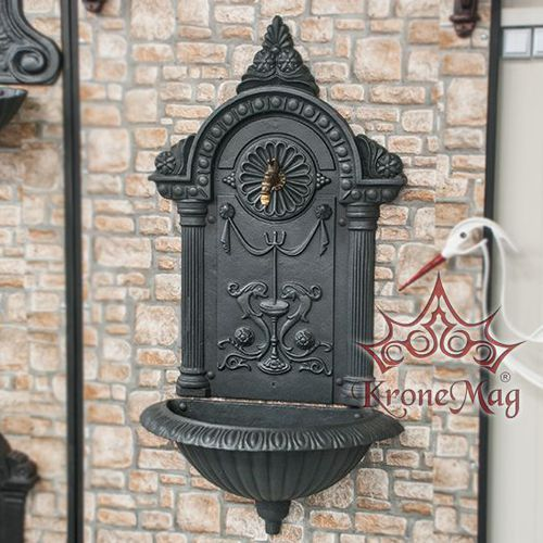 public fountain / cast iron / traditional
