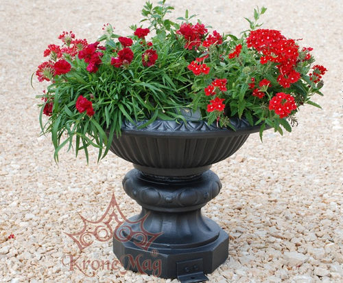 metal planter / round / traditional / for public spaces