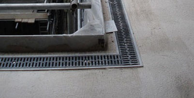 parking lot drainage channel / galvanized steel / with grating