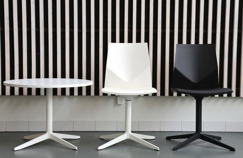 Contemporary visitor chair / with armrests / upholstered / swivel FOUR®CAST 2 EVO by Four®Design Four Design