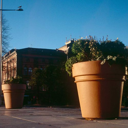 concrete planter / round / traditional / for public spaces