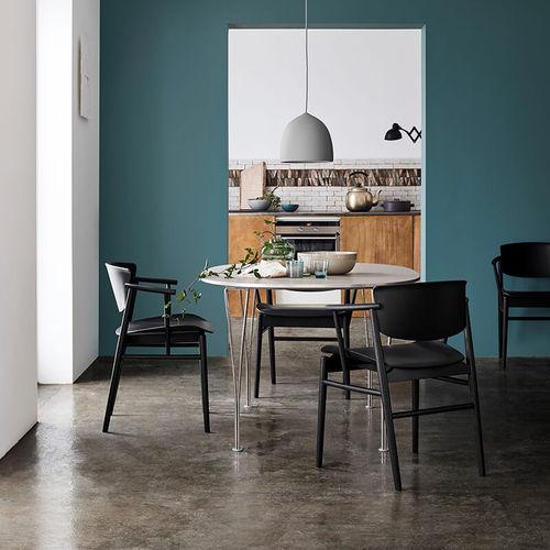 Scandinavian design chair / with armrests / oak / by Studio Nendo