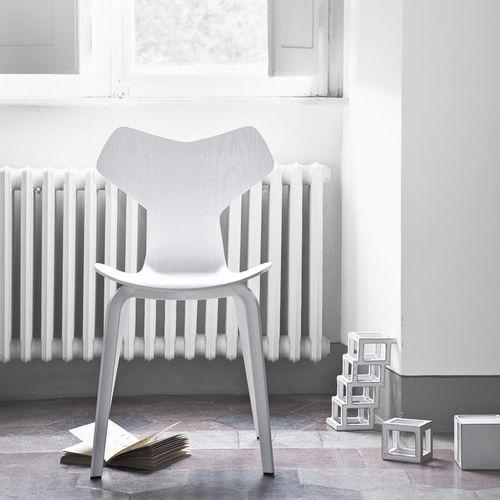 Scandinavian design chair / stackable / oak / walnut