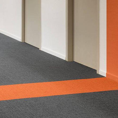 carpet tile / loop pile / woven / structured