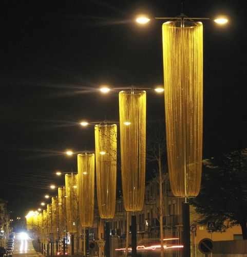contemporary lamp post KriskaDECOR