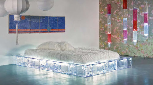 design double bed GEO Sturmundplastic by La Rosa S.p.A