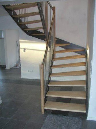 half-turn staircase with a lateral stringer (metal frame and wooden steps) ALU 101 Schmidt Escaliers