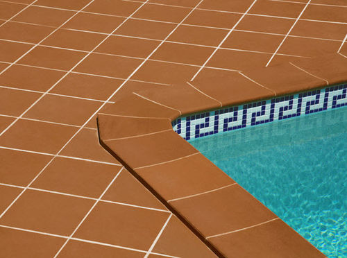 pool surround in ceramic SOLOGRES Soladrilho