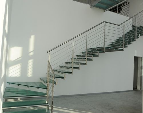 quarter-turn floating staircase (metal frame and glass steps) CANTILEVER SS essegi scale