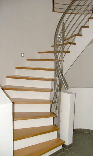 quarter-turn staircase with a central stringer (concrete frame and wooden steps) HGM HS 703 Schmidt Escaliers
