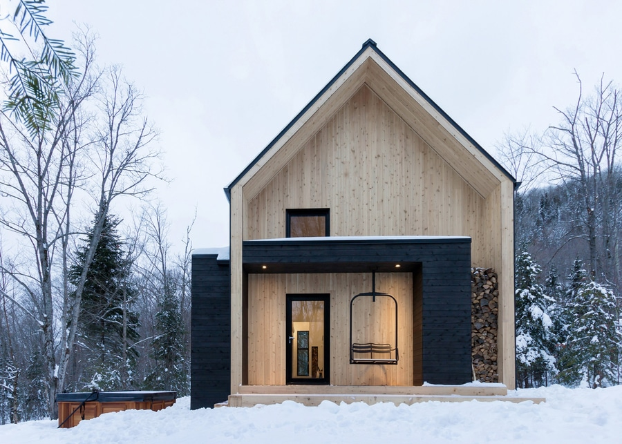 Cargo architecture completes scandinavian inspired holiday home in quebec