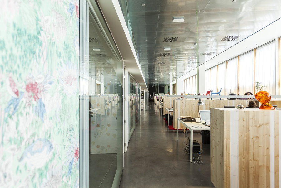 disseny hub barcelona offices by baas