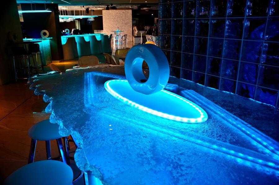 Glass Bar France ThinkGlass - Bar design tribe hyperclub by paolo viera