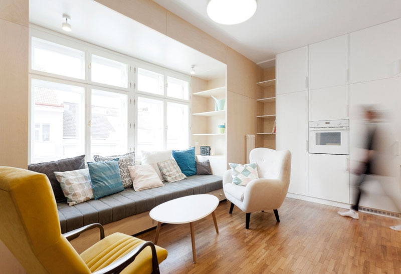 The Interior Designers Of This Apartment Included A Built In Couch And  Shelves By The