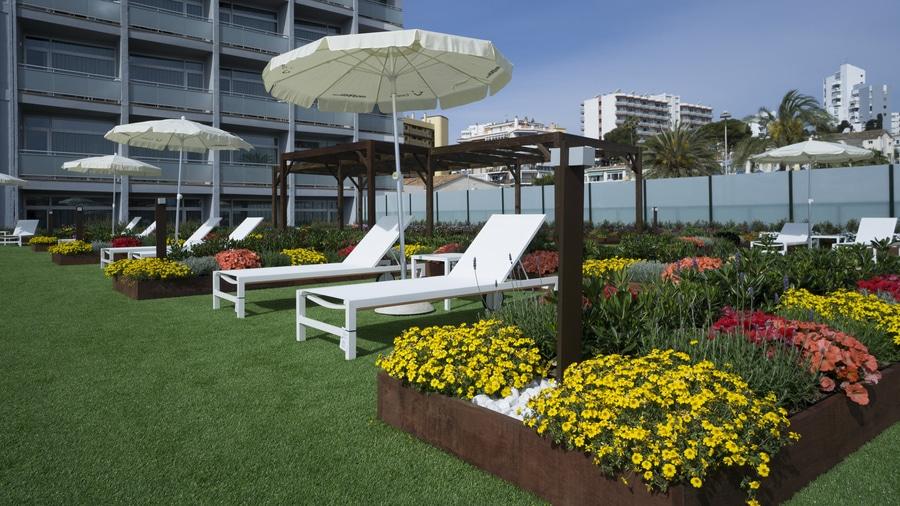 Riviera Hotel Terrace Garden
