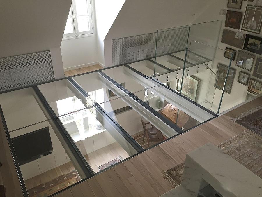 Vertigo Design With This Extra Clear Glass Floor