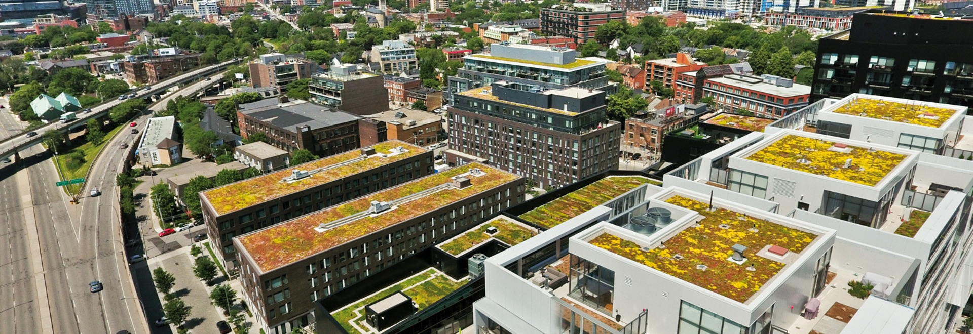 At BAU 2019, ZinCo will demonstrate how to build innovative green roofs. Our example shows the River City condos, Toronto, Canada.